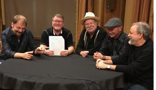 The Seldom Scene Signs With Rounder